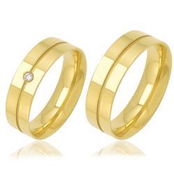 Par de Alianças Anatômicas Vincadas com Diamante, em Ouro Amarelo