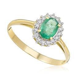 Anel com 16 Diamantes e Esmeralda Oval de 65 Pts, em Ouro Amarelo