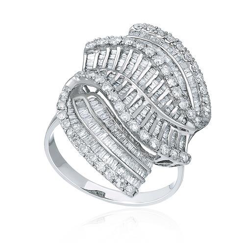 Anel Trabalhado com Diamantes totalizando 3,80 Cts., em Ouro Branco