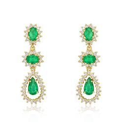Par de Brincos com 2,5 Cts em Esmeraldas e 1,35 Cts em Diamantes, em Ouro Amarelo