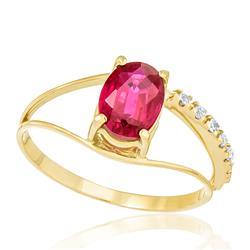 Anel com Rubi Oval de 2,1 Cts e Diamantes totalizando 9 Pts, em Ouro Amarelo