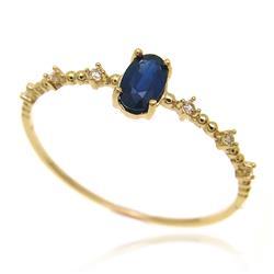 Anel com Safira Oval e Diamantes, em Ouro Amarelo