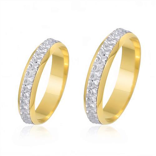 Par de Alianças com Aro Externo com Efeito Diamantado, em Ouro Amarelo