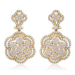 Par de Brincos Trabalhado com Diamantes totalizando 4,25 Cts em Ouro Amarelo