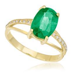Anel com Diamantes totalizando 16 pts, e Esmeralda de 1,8 Cts., em Ouro Amarelo