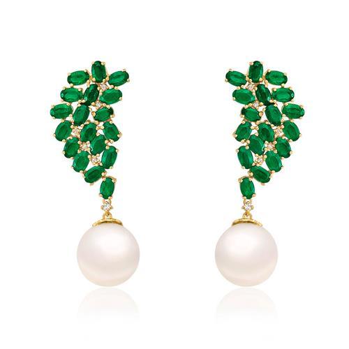 Par de Brincos com 12 Diamantes, Esmeraldas e Pérolas de 11 mm, em Ouro Amarelo