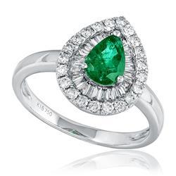 Anel com Diamantes totalizando 1,0 Ct. e Esmeralda de 1,30 Cts., em Ouro Branco