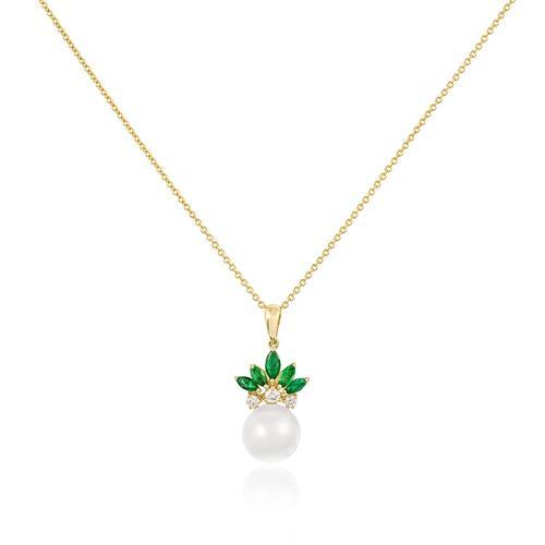 Pingente com Diamantes totalizando 15 pts., 5 Esmeraldas e Pérola de 9mm e Corrente em Ouro Amarelo