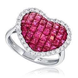 Anel com Diamantes totalizando 50 pts. e Rubis totalizando 3,60 Cts., em Ouro Branco