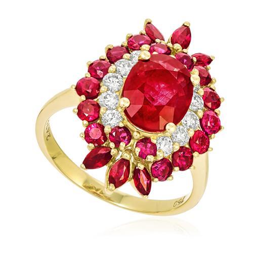 Anel com Diamantes totalizando 50 pts. e Rubis totalizando 5,97 Cts., em Ouro Amarelo