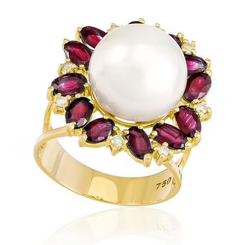 Anel com 12 Rubis, 8 Diamantes e Pérola de 12 mm, em Ouro Amarelo