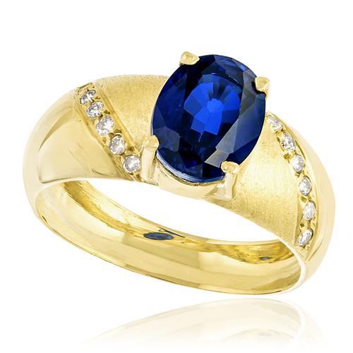Anel com Diamantes com totalizando 10 pts. e Safira de 2,50 cts., em Ouro Amarelo