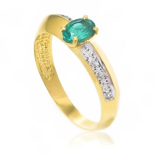 Anel com 10 Diamantes e Esmeralda Central de 45 Pts.¸ em Ouro Amarelo