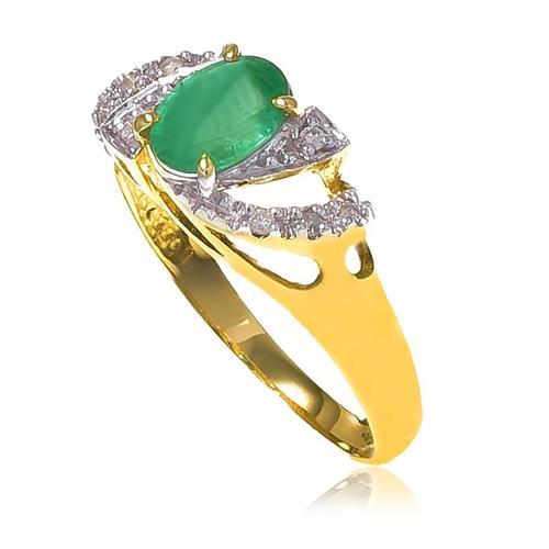 Anel com Esmeralda de 70 Pts e 8 Diamantes, em Ouro Amarelo