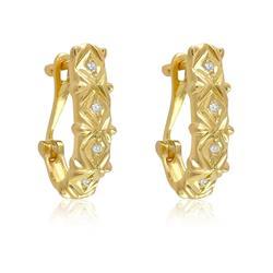 Par de Brincos Meia Argola com Diamantes, em Ouro Amarelo
