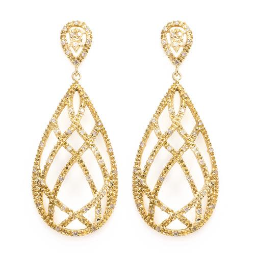 Par de Brincos Trabalhados Totalizando 82 Diamantes, em Ouro Amarelo