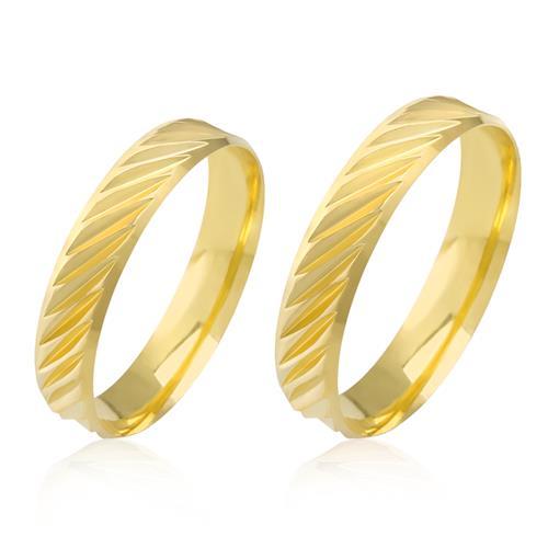 Par de Alianças Anatômicas com Efeito Diamantado, em Ouro Amarelo