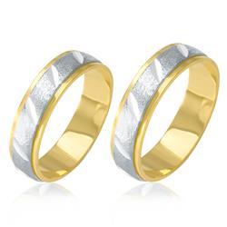 Par de Alianças com efeito Diamantado em Ouro Branco, em Ouro Amarelo